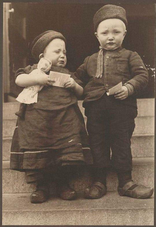 Dutch children. Portraits from Ellis Island, Augustus Sherman.