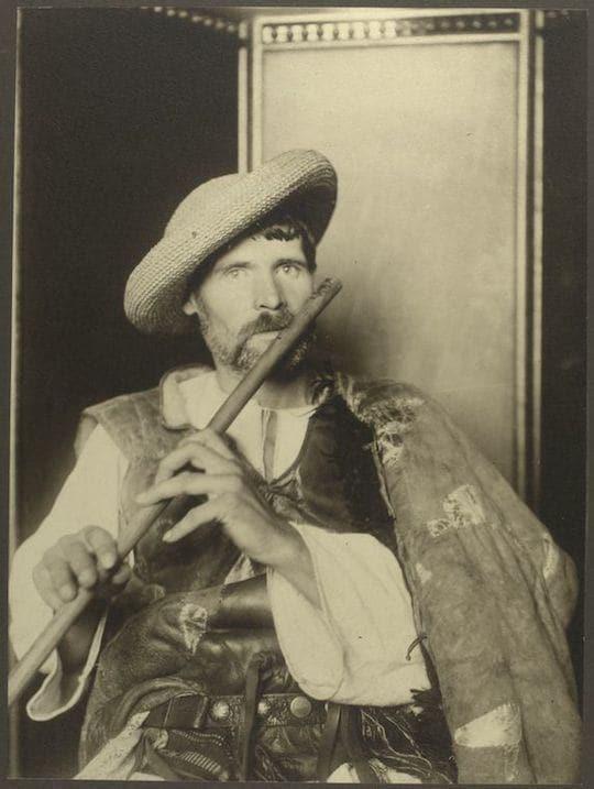 A Romanian piper. Portraits from Ellis Island, Augustus Sherman.