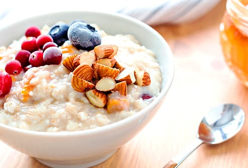 Berry nut oatmeal