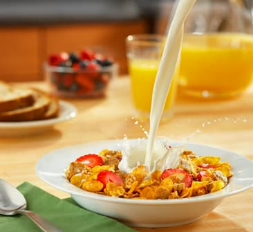健康的な朝食のミルクとシリアルスター