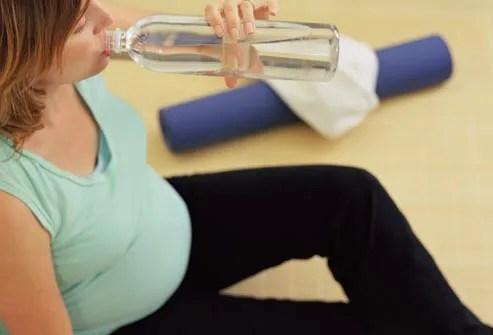pregnant woman hydrating