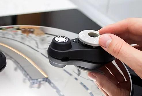 hand adjusting pressure cooker