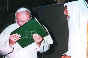 Giovanni Paolo II bacia il Corano