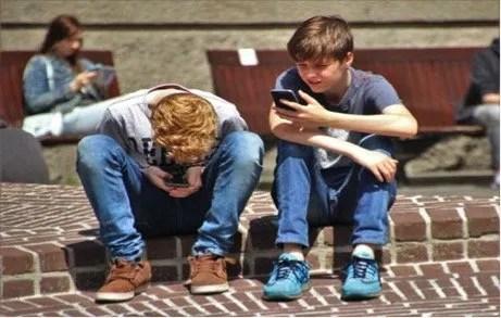 4 способа контролировать использование смартфона вашим ребенком