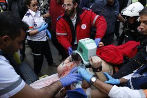 https://i1.wp.com/img.welt.de/img/ausland/crop150528125/1826603292-ci3x2s-w300-ai2x3l/Israeli-medics-give-emergency-treatment.jpg