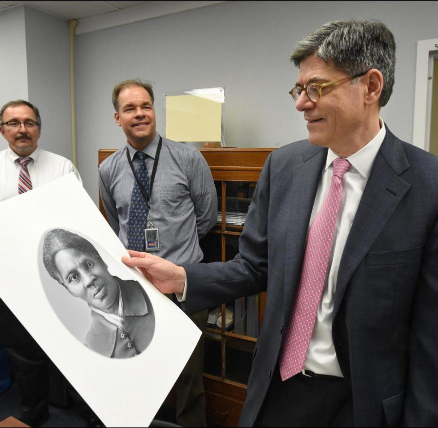 Ex-US Treasury Secretary Jacob Lew looks at the likeness of Harriet Tubman