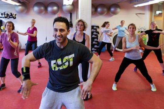Gesund: Mitarbeiter der Otto Group in Hamburg machen Fitnesstraining in der Mittagspause