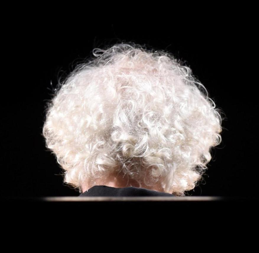 Luminous curly hair: Sir Simon Rattle