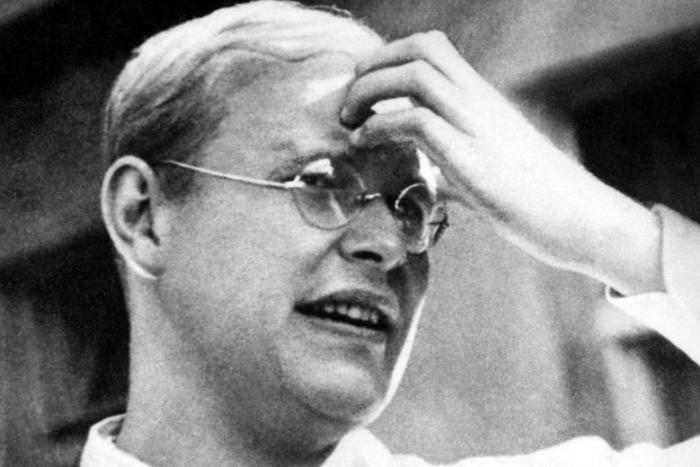 Verehrt, gefeiert und missverstanden: Dietrich Bonhoeffer musste schon als Pate etlicher Kirchenströmungen herhalten. Eins aber ist unumstritten, meint sein Düsseldorfer Biograf Schlingensiepen: Er lebte Ostern