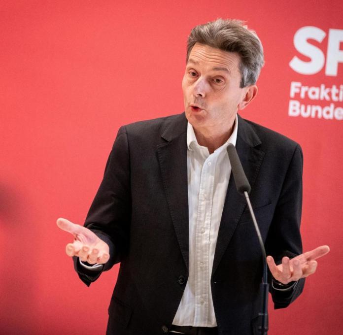 Rolf Mützenich, chairman of the SPD parliamentary group