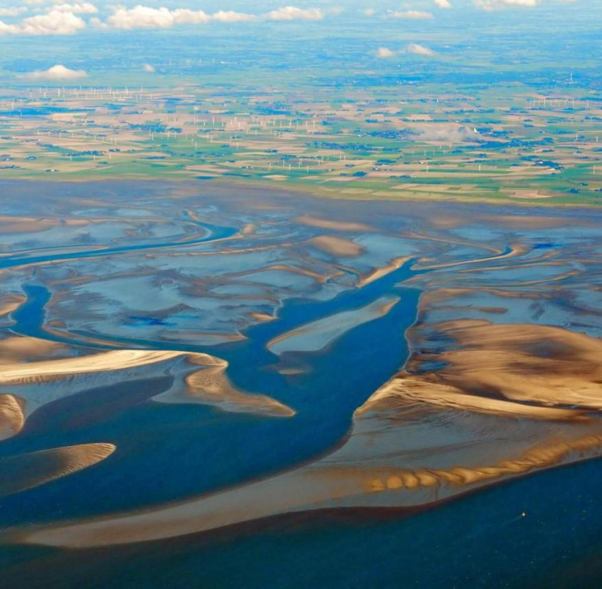 The North Frisian Wadden Sea: in front right Blauortsand, far right Blauort