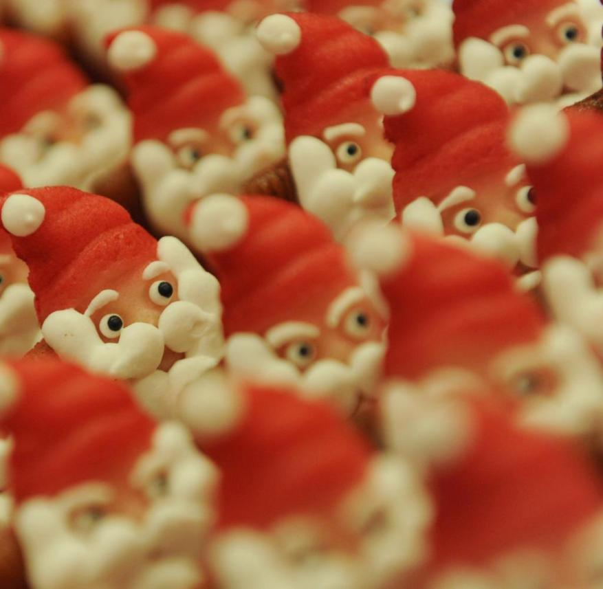 Santa Clauses made from Lübeck marzipan