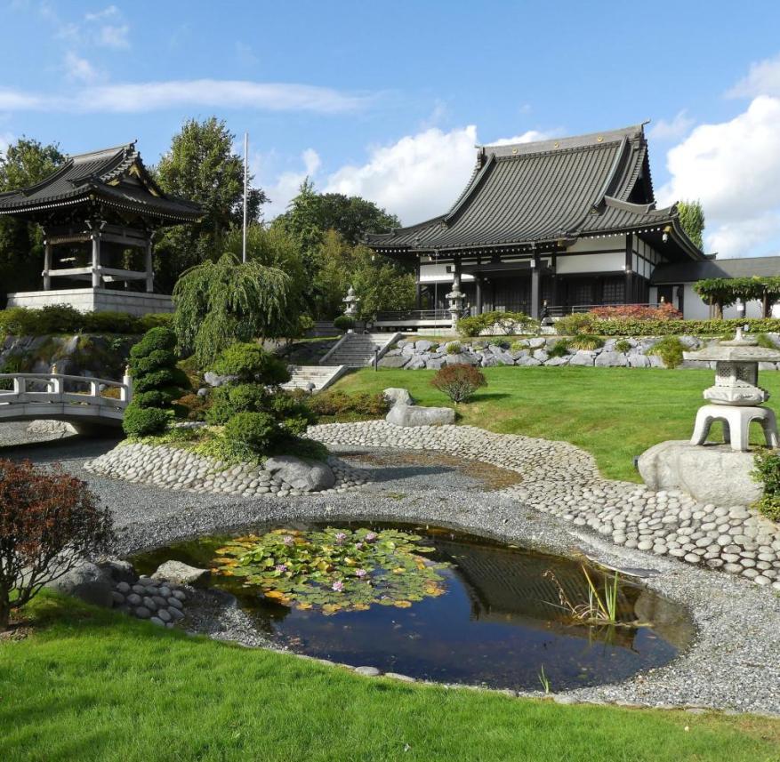 Düsseldorf: The Shin Temple is in a Japanese garden