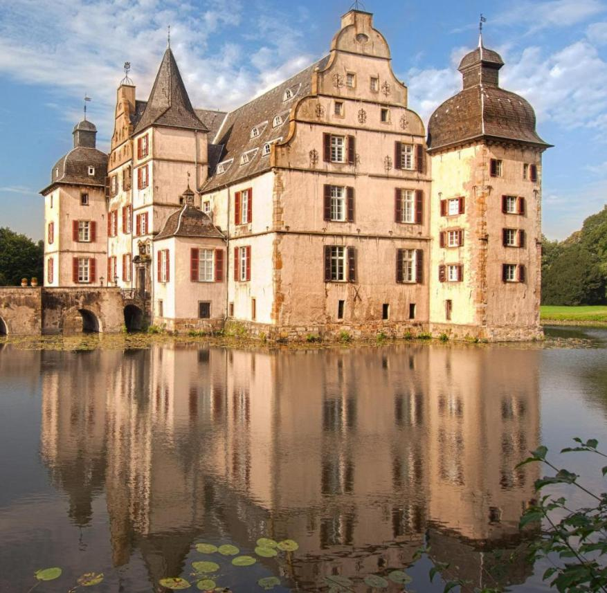 Ruhr area: Bodelschwingh Castle in Dortmund is an old noble residence in the Renaissance style