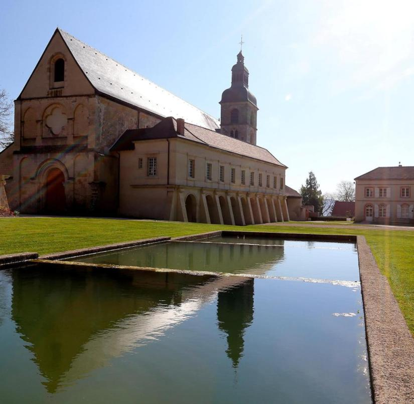 The inventor of champagne fermentation is buried in this abbey
