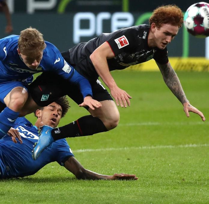 Werder's offensive player Joshua Sargent (right) remained harmless like the rest of his teammates.  Hoffenheim's thrown together defense had a very quiet evening