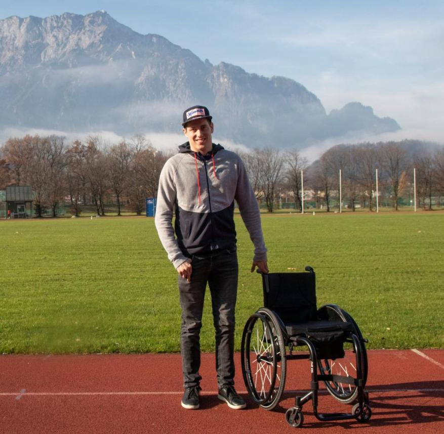 Simply parked: Lukas Müller spends 98 percent of his time in a wheelchair, but sometimes it works without it