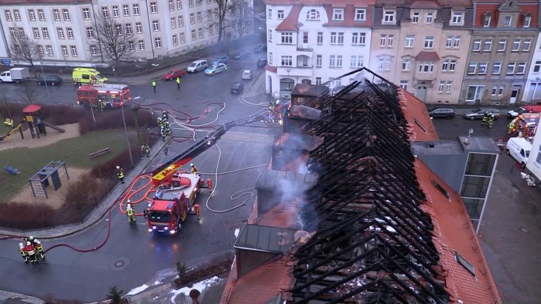 https://i1.wp.com/img.welt.de/img/videos/crop152483773/5329408433-ci16x9-w780/Brandstiftung-gegen-Fluechtlingsunterkunft-in-Bautzen.jpg