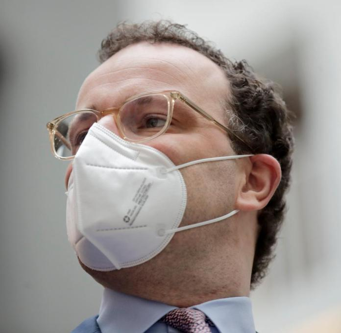 The house of Minister Jens Spahn (CDU) bought 50,000 masks for just under eight euros each - around 400,000 euros