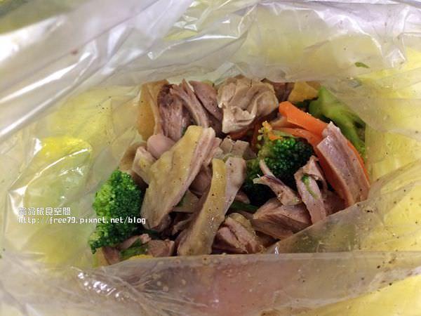台北車站補習街美食新住民鹹水雞,調味料很香很重口味!加辣直接給你辣椒拌!//新光三越//光南