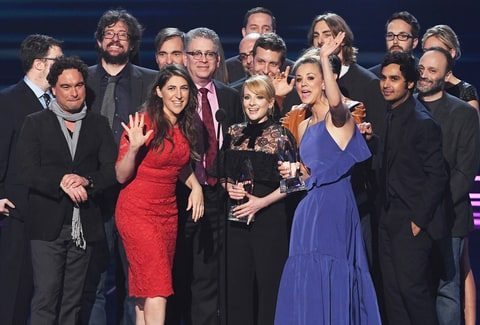 ohnny Galecki, Mayim Bialik, Melissa Rauch, Kaley Cuoco, Simon Helberg, and Kunal Nayyar with writer/producers accept Favorite Network TV Comedy for 'The Big Bang Theory' onstage during the People's Choice Awards 2017 at Microsoft Theater on January 18, 2017 in Los Angeles, California.