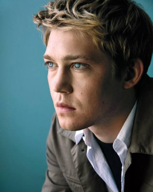 Joe Alwyn and his bright blue eyes, which seems to have enchanted Taylor Swift