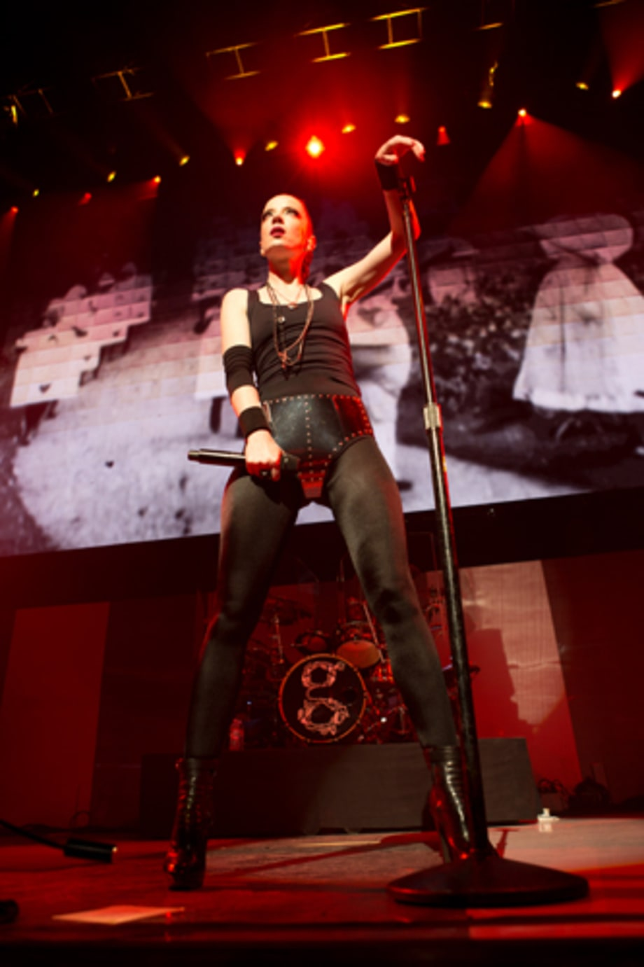 Shirley Manson Live At KROQs Almost Acoustic Christmas