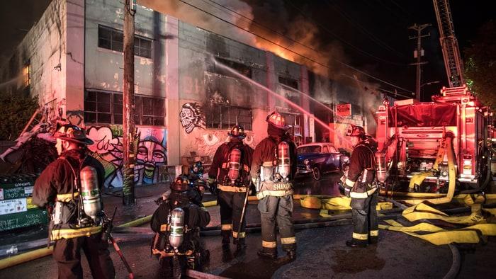 https://i1.wp.com/img.wennermedia.com/article-leads-horizontal/oakland-fire-warehouse-acb3ea7d-97fa-4d5d-bed9-d253afa89df8.jpg?w=1200