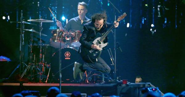 Pearl Jam Deliver Searing Rock Hall of Fame Induction ...