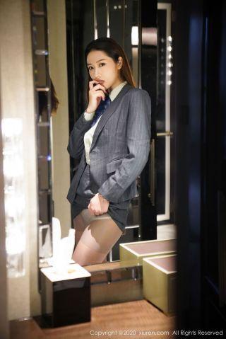 [秀人XiuRen] No.2579 模特@方子萱性感ol系列写真[96P] | Page 1/5