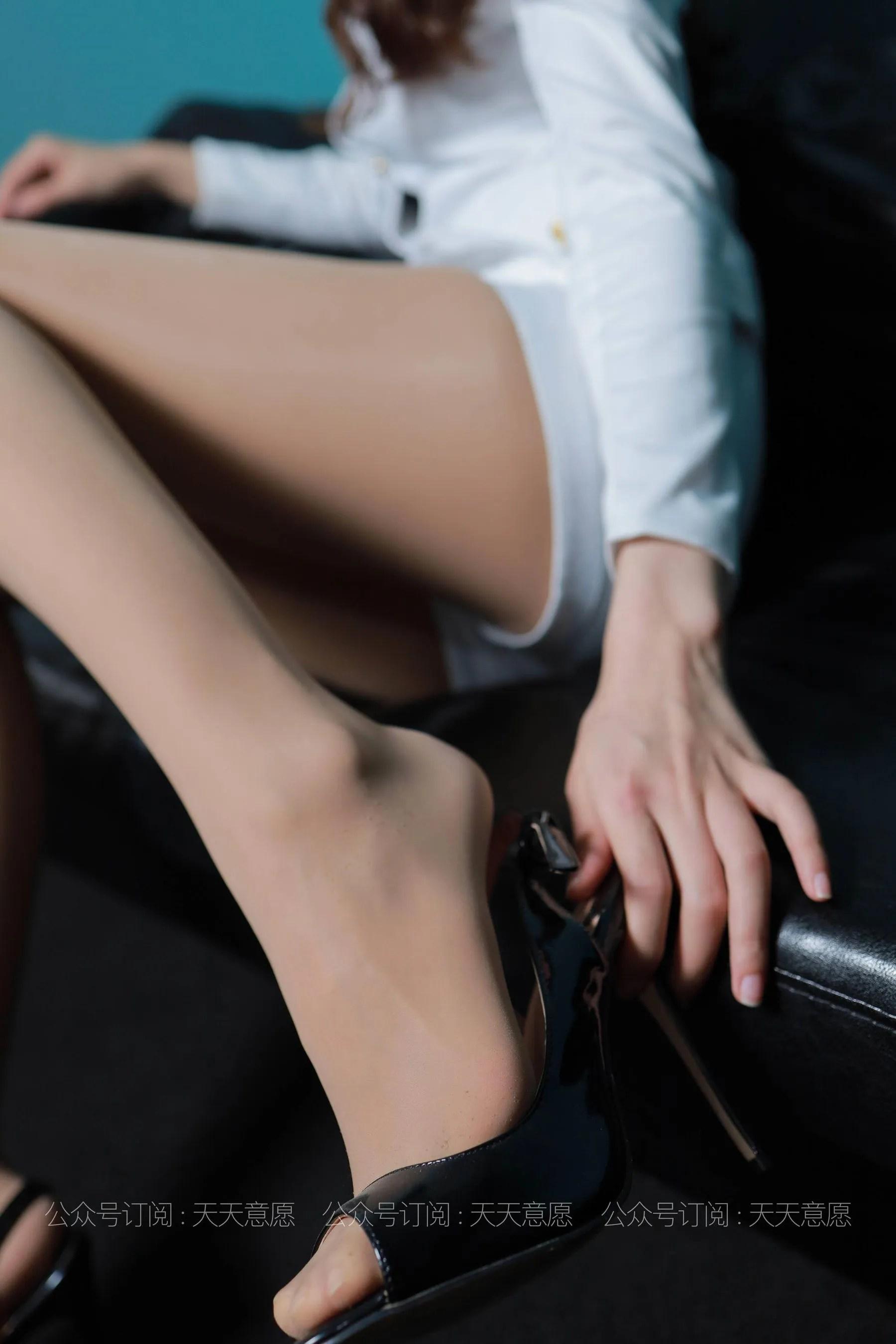 [IESS] 丝享家 768 肉肉《肉肉的白加黑》 丝袜美腿写真[79P]插图(7)