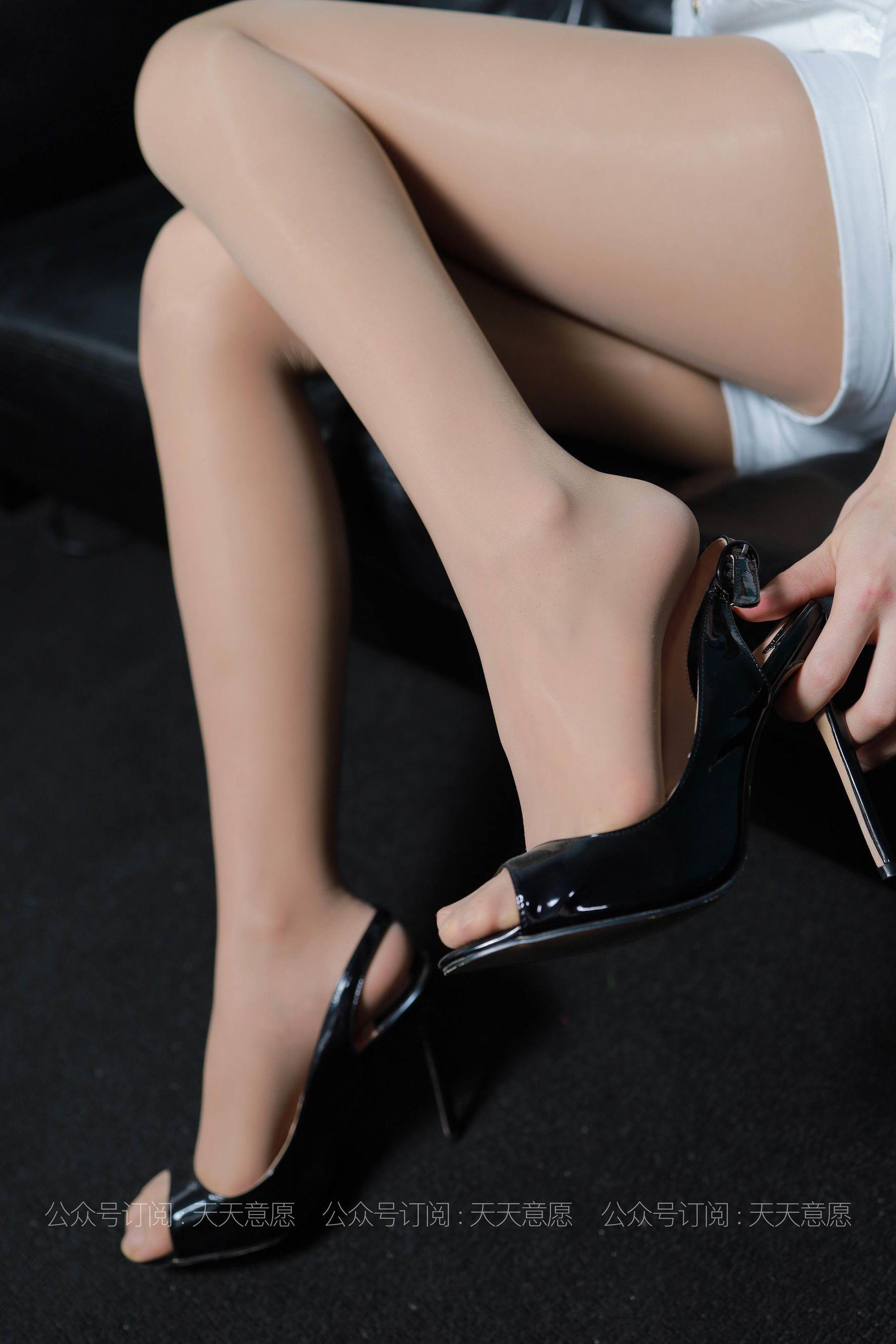 [IESS] 丝享家 768 肉肉《肉肉的白加黑》 丝袜美腿写真[79P]插图(4)