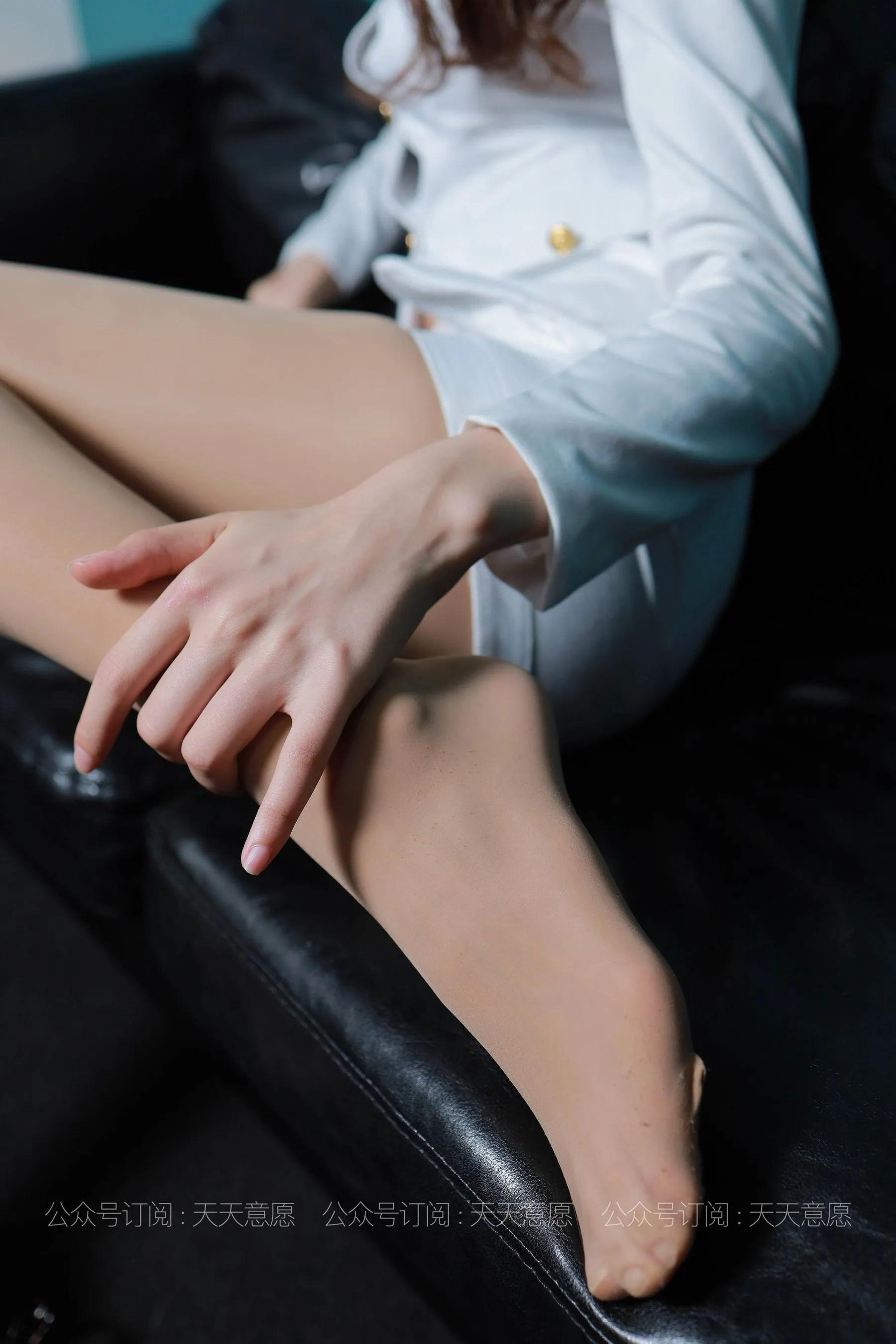 [IESS] 丝享家 768 肉肉《肉肉的白加黑》 丝袜美腿写真[79P]插图(8)