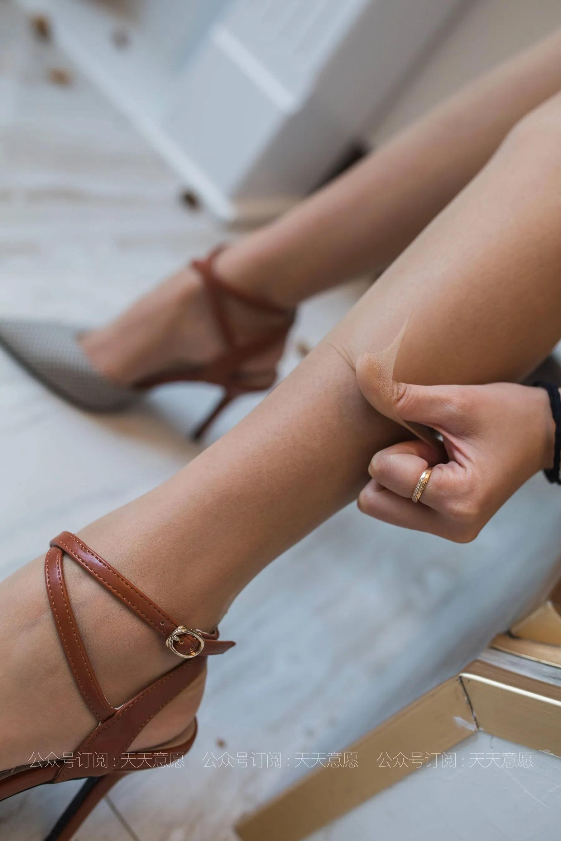 [IESS] 丝享家 770 婉萍《邻家甜美女孩》 丝袜美腿写真[90P]插图(1)