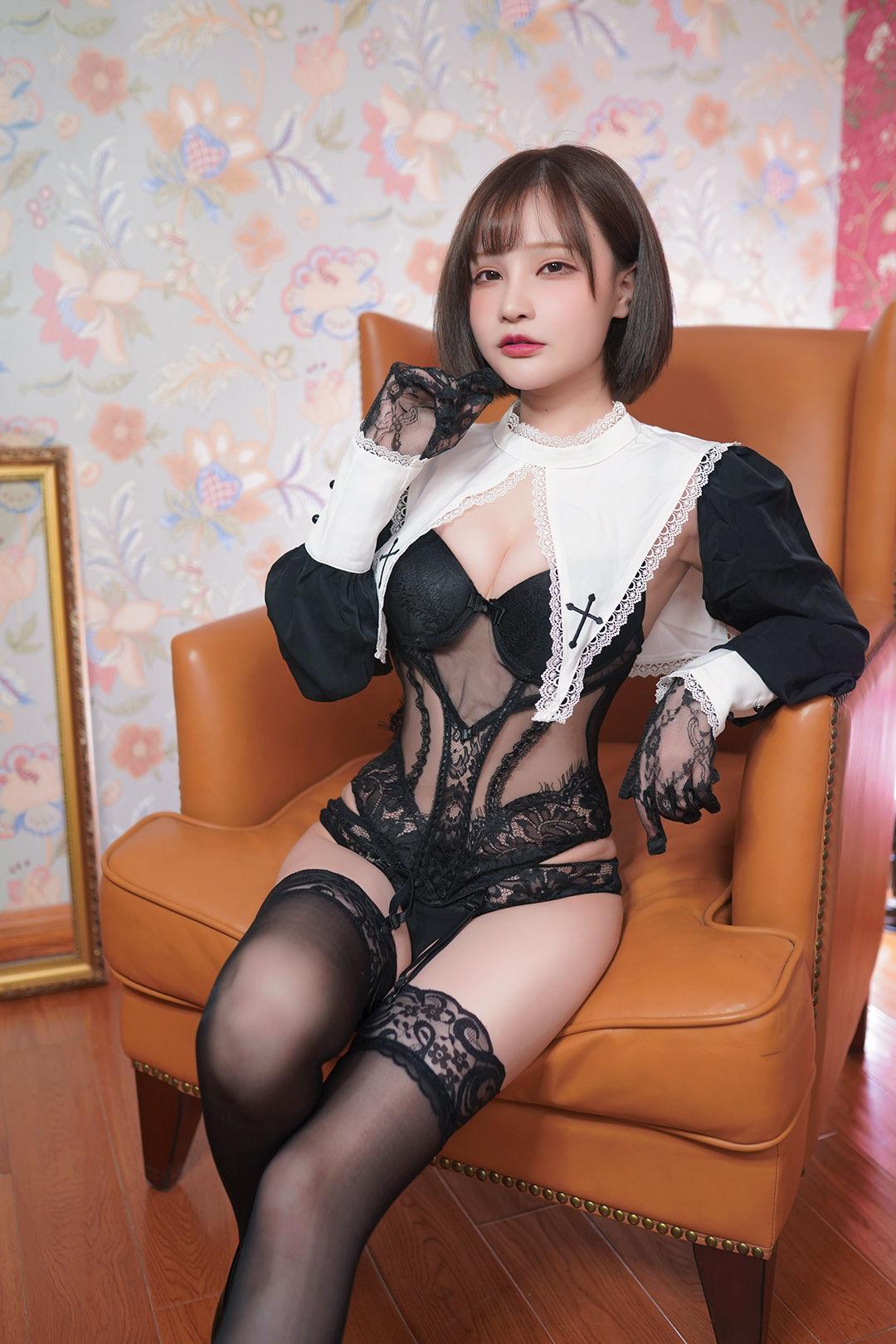 [COS福利] 千夜未来(Senya Miku)- 修道女 写真套图[30P]插图(1)