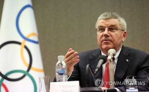 Thomas Bach, president of the International Olympic Committee, holds a press briefing in Seoul on Aug. 19, 2015. (Yonhap)