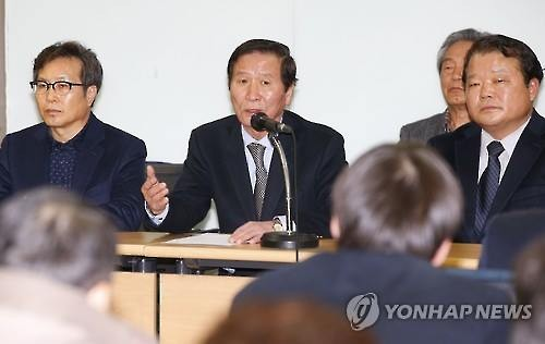 Businessmen with properties in North Korea's Kaesong Industrial Complex hold a news conference in Seoul on March 11, 2016. (Yonhap)