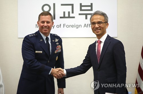 Yeo Seung-bae (R), director-general for North American affairs at the South Korean foreign ministry, shakes hands with Deputy Commander of U.S. Forces Korea Thomas Bergeson in Seoul on Nov. 22, 2016, before a joint committee meeting on a bilateral agreement governing the legal status of American forces here, known as the Status of Forces Agreement (SOFA), to discuss a range of pending issues. (Yonhap)