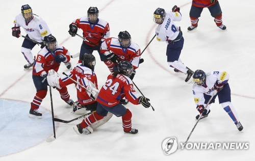 In this file photo taken April 6, 2017, South Korean and North Korean women's hockey players -- in white and red, respectively -- are in action during the International Ice Hockey Federation World Championship Division II Group A tournament at Gangneung Hockey Centre in Gangneung, Gangwon Province. (Yonhap)