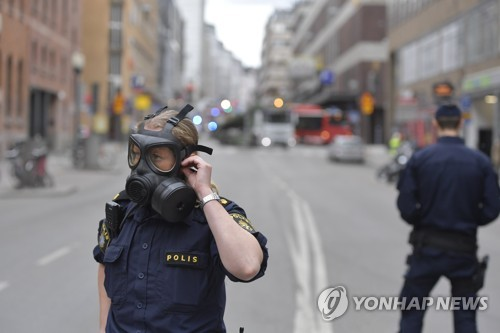 테러로 추정되는 차량 돌진 사고가 일어난 스웨덴 스톡홀름 번화가 [EPA=연합뉴스]