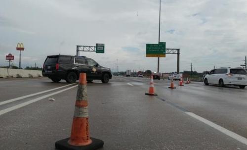 통행이 차단된 고속도로