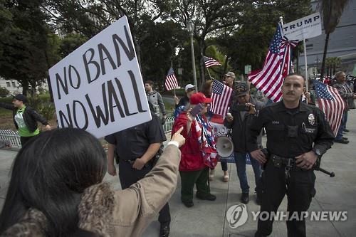 불체자 체포 등 트럼프 이민정책에 대한 항의시위