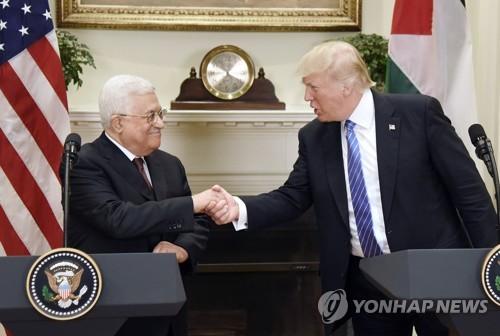 백악관서 첫 회동한 도널드 트럼프 미국 대통령과 마무드 아바스 팔레스타인 수반