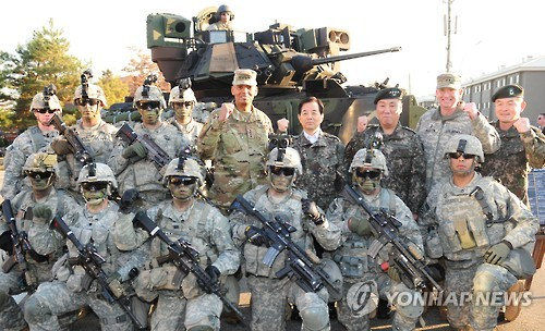 Defense chief visits S. Korea-U.S. combined division