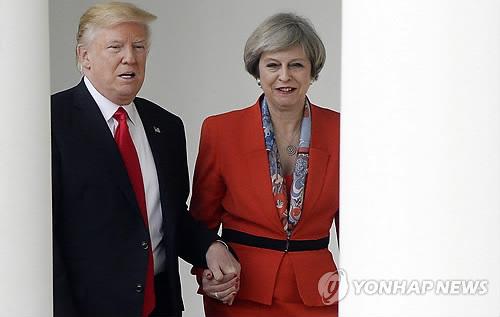 도널드 트럼프 대통령과 테리사 메이 영국 총리[EPA=연합뉴스 자료사진]