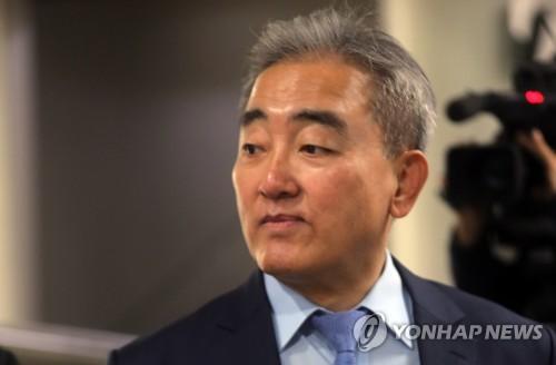 블랙리스트 증인 출석하는 유진룡 전 장관