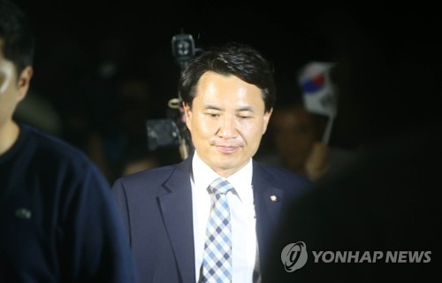 '당선 무효 위기'…착잡한 표정의 김진태