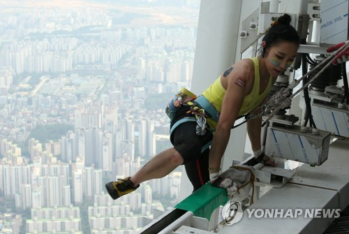 Climber Kim scales S. Korea's tallest building