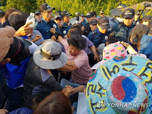 Residents clash with police on THAAD
