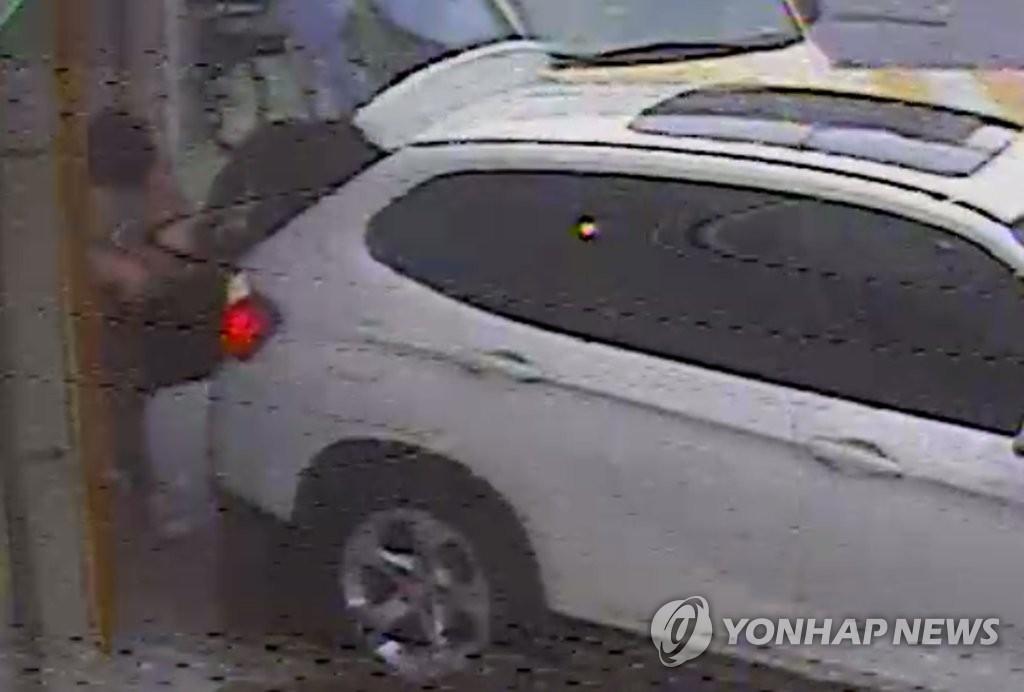 경찰이 확보한 '어금니 아빠' 사건 CCTV